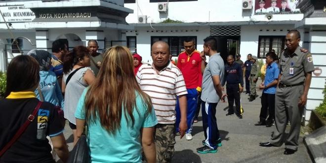 Pedagang Pasar 23 Maret 'Mengamuk' di Kantor Walikota