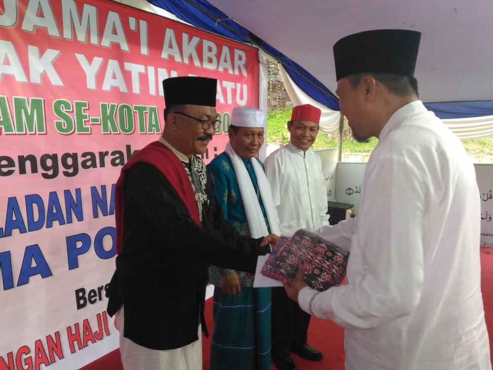 Imam dan KUA se Kota Manado terima santunan dari Herson Mayulu