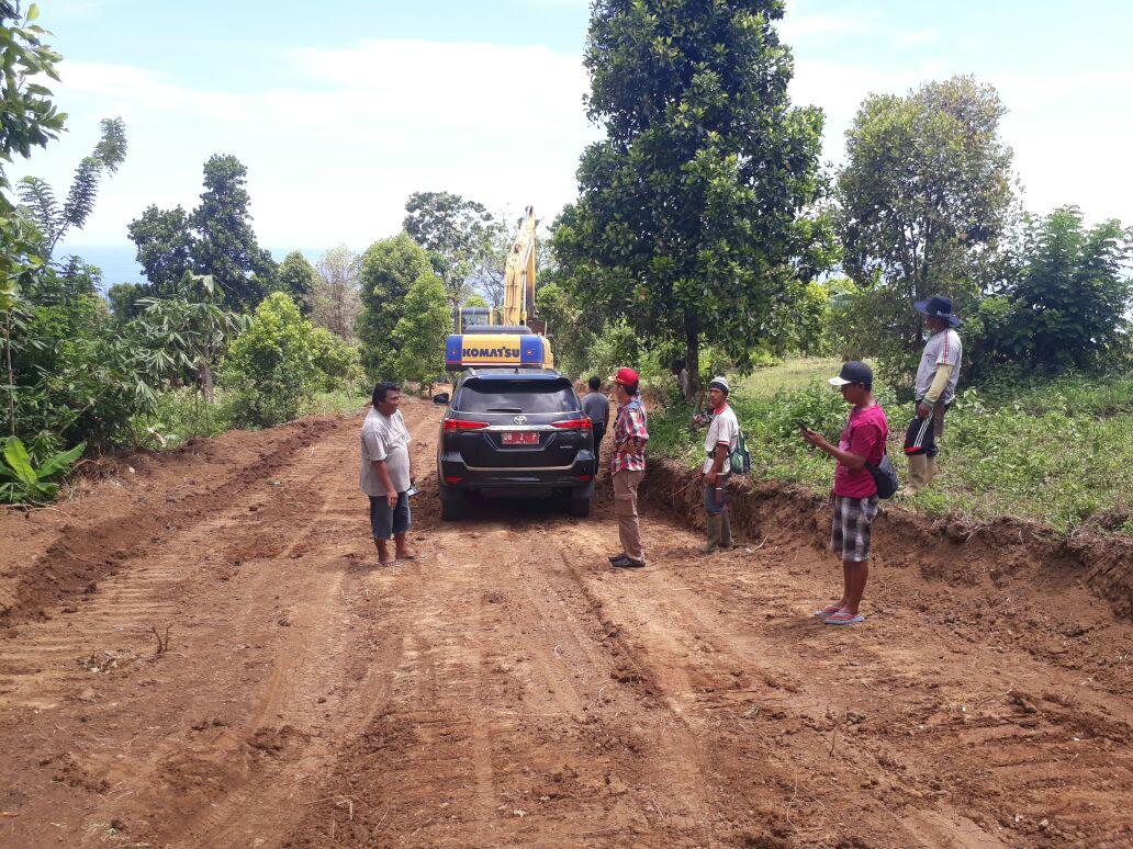 Wabup Tinjau Pembukaan Jalan Perkebunan Desa Luwoo
