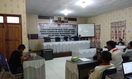 Ketua KPUD Bolmut, Lukman Daimasiki saat memimpin Rapat Pengajuan Daftar Bakal Calon Anggota DPRD Kabupaten Bolmut bersama Pimpinan Parpol